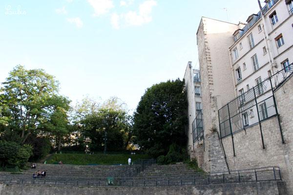 地価の高いパリ5区。遺跡を残しつつ、住居をめいっぱい建てたんですね。