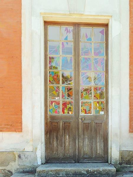 シャマランド フランスの建物の木のドア