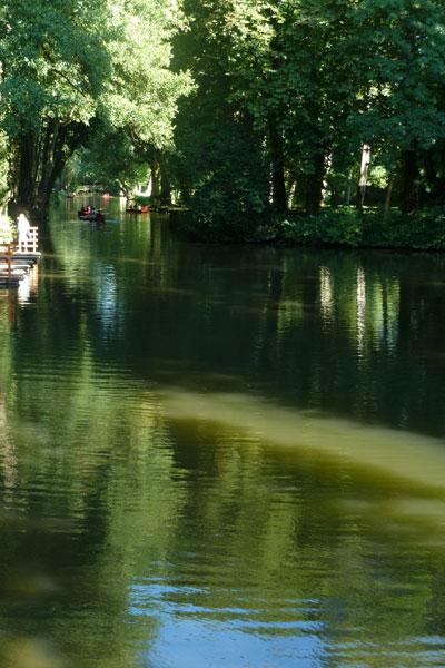 シャマランド城の池