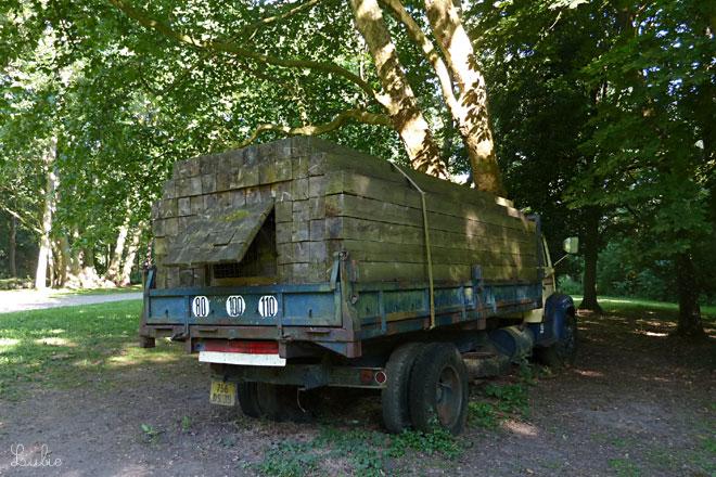 トラックが。