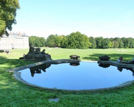 小さな池、彫像@フランス シャマランド城