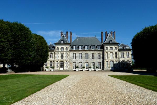 17世紀に建てられたボールガール城 Château de Saint Jean de Beauregardがみえてきました。