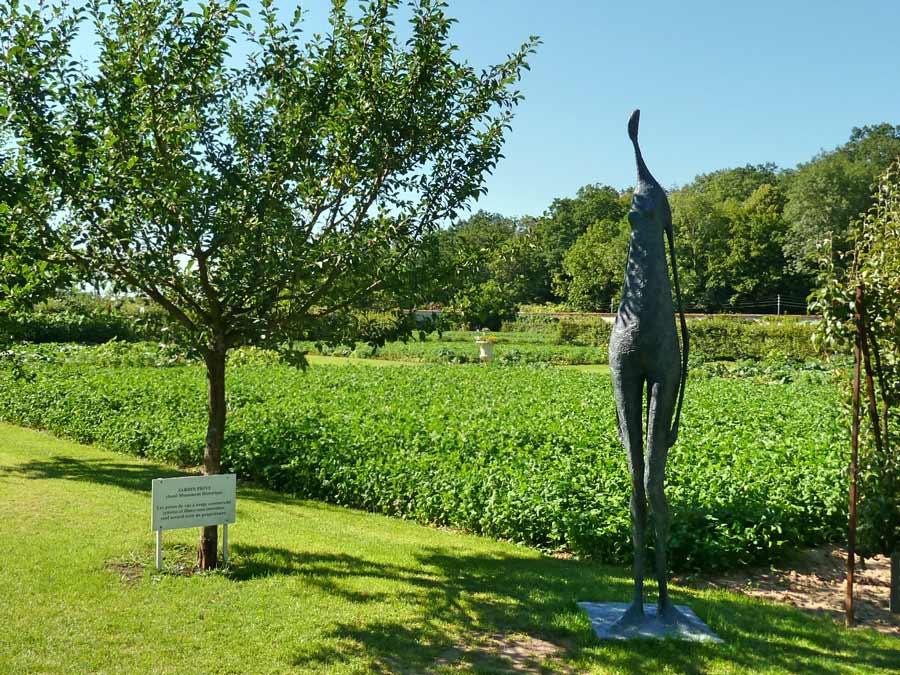 サン=ジャン・ドゥ・ボールガール庭の彫刻