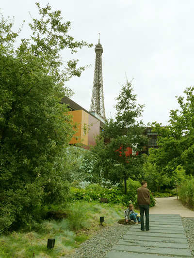 ケ・ブランリー美術館の庭