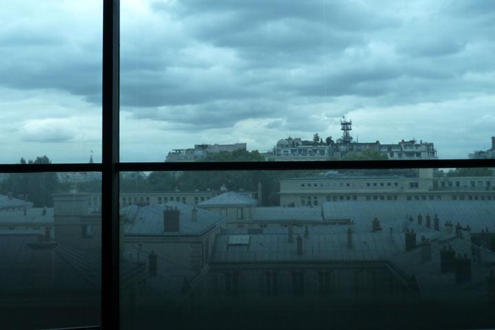 ケ・ブランリー美術館の窓から
