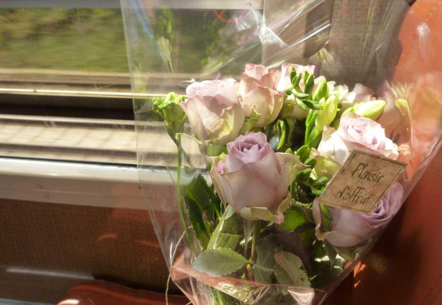 バラの花束@パリ発の電車