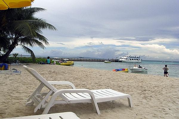 船と砂浜とビーチチェア@マニャガハ島 Chaise longue @Mañagaha, Saipan