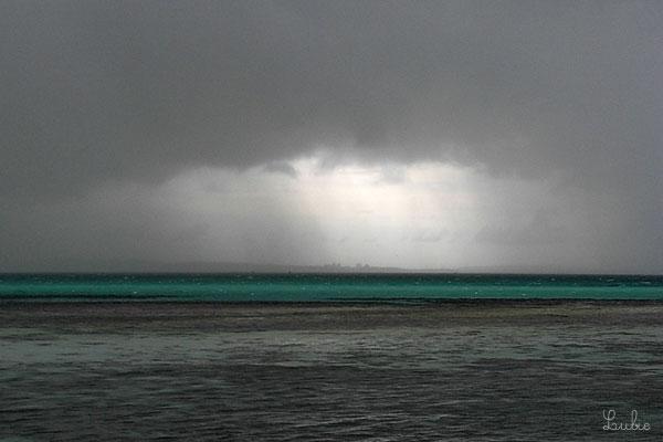 マニャガハ島で雨  Nuage de pluie